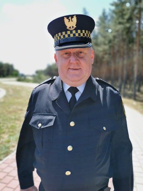 Komendant Straży Miejskiej Dariusz Rączkowski w mundurze
