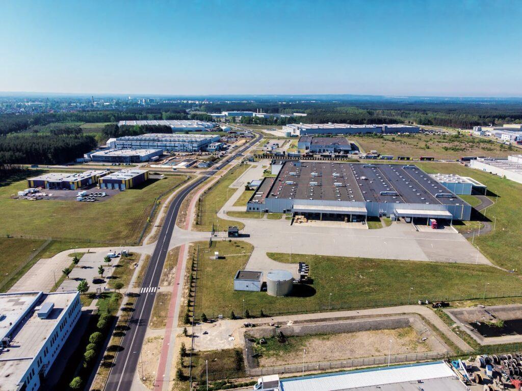Widok z lotu ptaka na obiekty przemysłowe w Nowej Soli