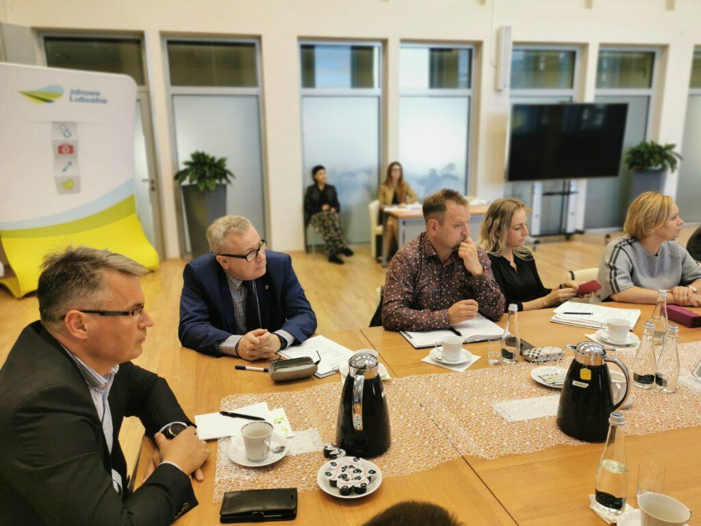 Na zdjęciu na pierwszym planie prezydent Nowej Soli Jacek Milewski oraz prezydent Zielonej Góry Janusz Kubicki