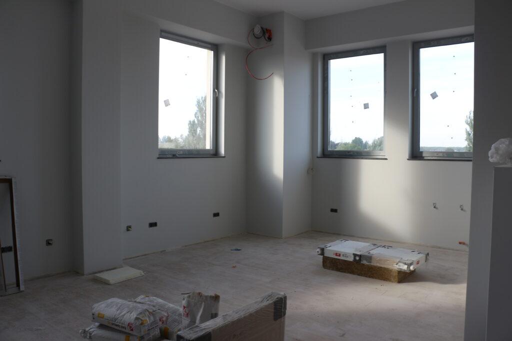 Na zdjęciu jedno z pomieszczeń w wieży zegarowej w trakcie prac wykończeniowych