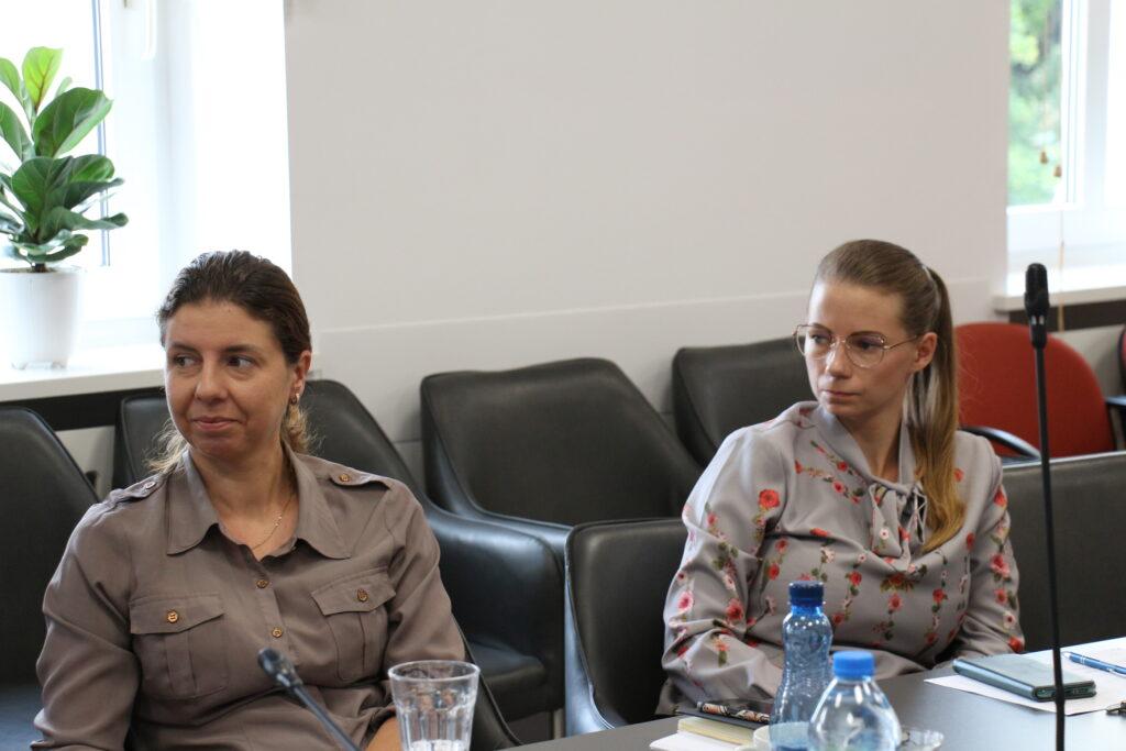 Pracownice wydziału spraw społecznych Gabriela Juncewicz oraz Aleksandra Kawszyn ( z prawej)