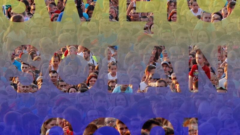 obrazek przedstawia napis święto solan 2021 oraz tłum osób świętujących podczas poprzednich edycji święta solan