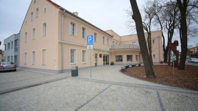 Na zdjeciu znajduje się budynek Nowosolskiego Domu Kultury