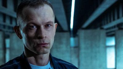 Na zdjeciu znajduje się kadr z filmu 25 lat niewinności, bohater główny Tomasz Komenda grany przez aktora Piotra Trojana