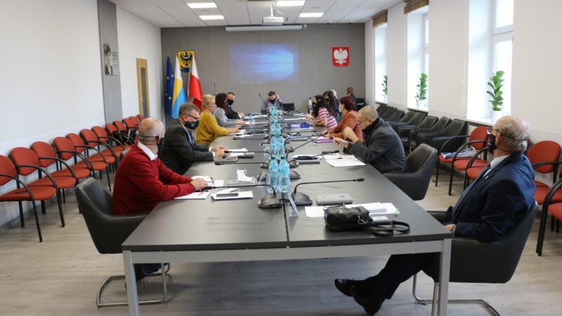 Na zdjęciu radni Rady Miejskiej w Nowej Soli podczas sesji