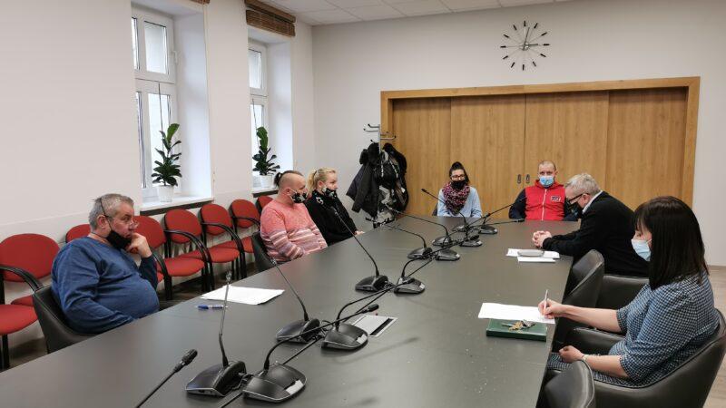 spotkanie prezydenta Milewskiego z przedsiębiorcami. W spotkaniu uczestniczą także skarbnik miasta Izabela piasta oraz naczelnik spraw obywatelskich i administracji Marek Kotarba