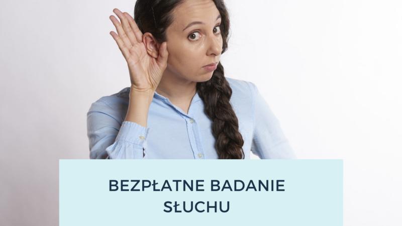 na obrazku widnieje kobieta, która jedną ręke przykłada do ucha w geścienasłuchiwania, na dole napis bezpłatne badanie słuchu