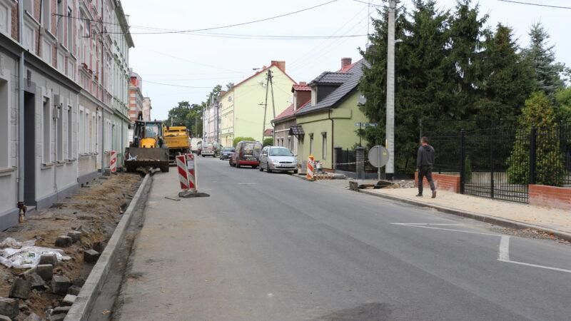 ulica Wandy podczas remontu chodników